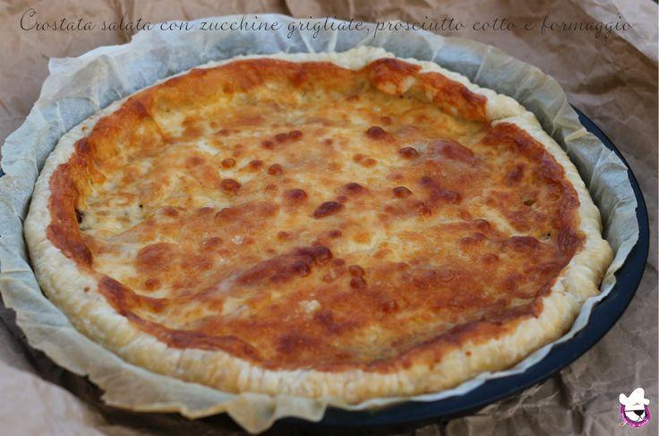 Crostata salata con zucchine grigliate, prosciutto cotto e formaggio