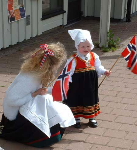 Syttende Mai « nothing military here...this parade is all about the children!
