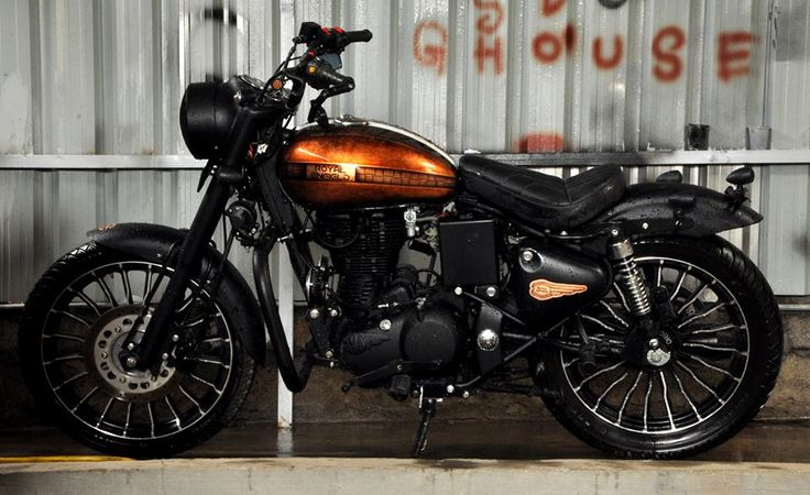 'Cupris' - a medley of a new Royal Enfield Classic and an antique copper leaf tank. Custom Courtesy: Eimor Customs