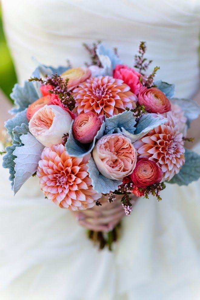 Blumen: Rosen, Ranunkeln und Dahlien