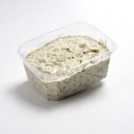 Zelf Ravigote saus maken voor bij kibbeling etc:  170ml mayonaise 1 sjalot 2 augurkjes 2 tl bieslook 2 tl peterselie 1 tl dragon