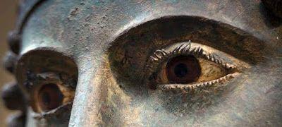 Τα απίστευτα μάτια του Ηνίοχου , Iniohos's eyes
