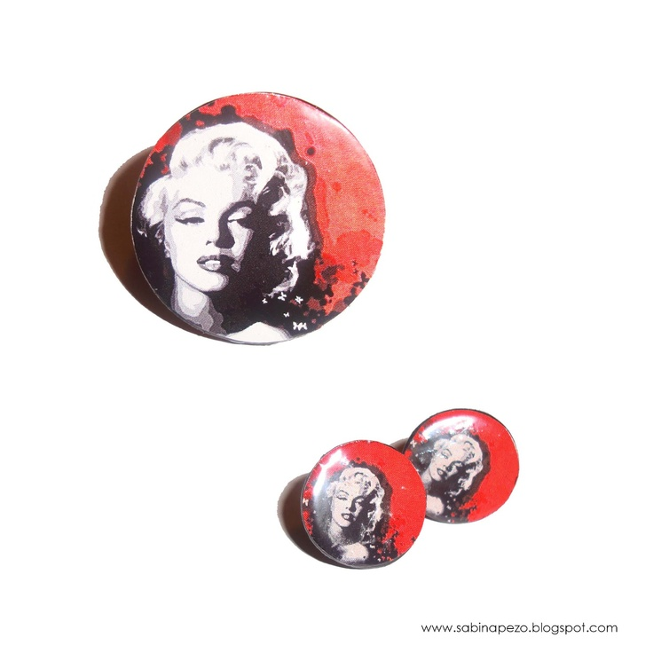 Marylin Monroe, ring and earrings.