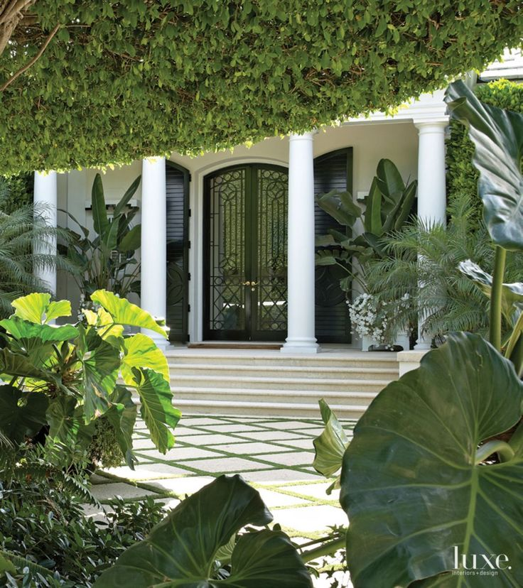 Home Decor 2012 Modern Luxury Homes Beautiful Garden: Contemporary White Loggia With Geometric Detail