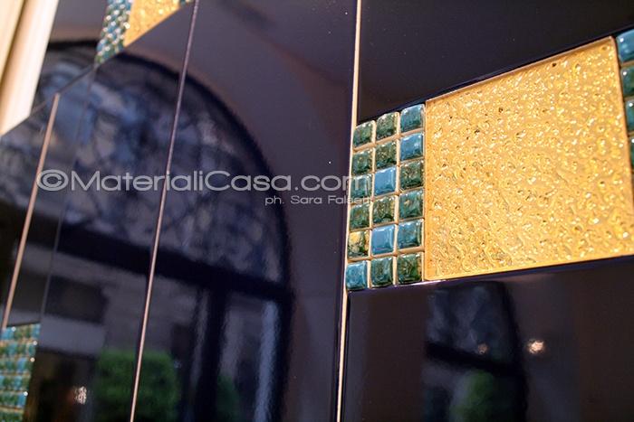#Cotto #Veneto, riflessi di portoni di #Brera, #Milano, su letto di #ceramica blu notte e decoro dorato...