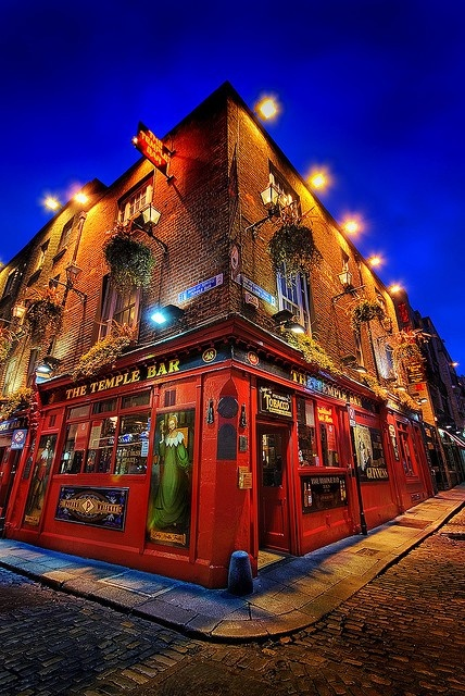 Irelande - Dublin.... drinking time! Temple Bar...Been there...and with the Temples, no less!