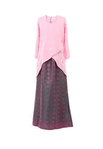 Women's Kurung Moden Dokoh Patch Light Pink from MOTHER & CHILD in Pink Modern design Kurung with Dokoh Patch nice cutting suitable for muslimah.Material used with 100% polyester with Traditional Songket / Flower Motif Skirt. ... #bajukurung #bajukurungmoden