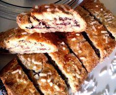 Biscotti con farina di cocco e marmellata