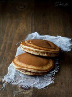 Receta de Dorayakis de Nocilla. Receta de los pastelitos de Doraemon rellenos de chocolate. Receta dulce típica de Japón. Receta con productos de la Degustabox.