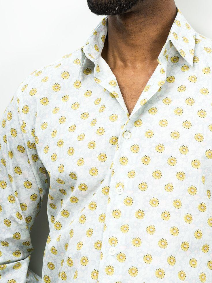 SOLOiO Camisa de algodón estampado semi-entallada con diseño retro. Print con inspiración vintage. Cuello normal y puño con cierre de botón.  www.soloio.com  #shoponline #SOLOiO #menswear #menfashion #menstyle #menshirt #italiancolar  #lightblue #blue #white #camicia #madeinitaly #camiciaitaliana