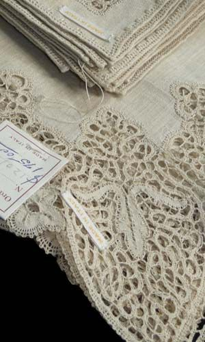 vintage linens... looks to be Cantu lace embellishments.