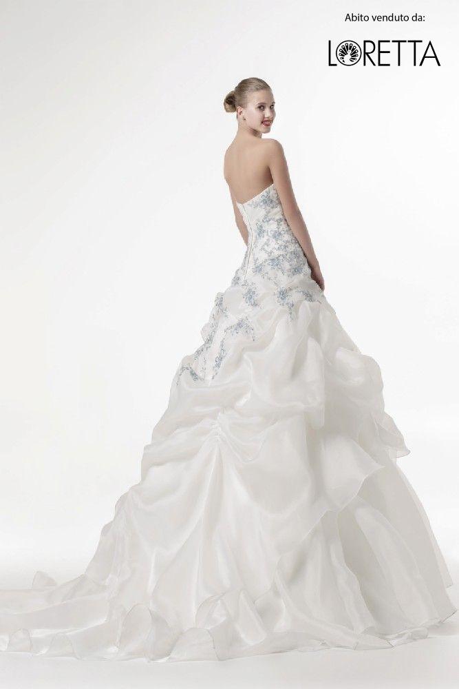 Collezione 2017 | Abito da sposa in tessuto lucido con decorazioni colorate #matrimonio #sposa #wedding #weddingdress