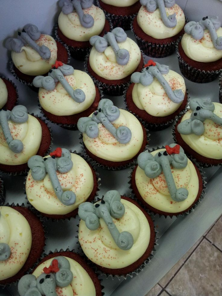 elephant cupcakes with houndstooth liners~ Roll Tide!