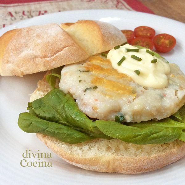 Esta receta de hamburguesa de merluza y gambas gusta mucho a los peques, y es una idea estupenda para hacer con pescado congelado.