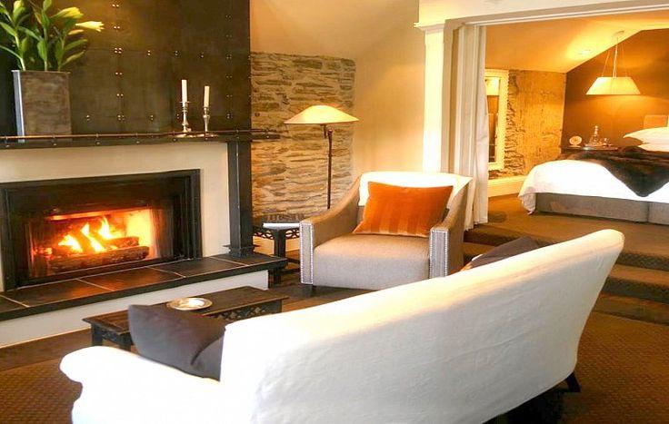 Помимо пяти номеров класса «люкс» отель Eichardt's предлагает апартаменты с одной и двумя спальнями. Весь декор буквально пропитан духом эпохи «золотой лихорадки», при этом номера оборудованы по ультрасовременным технологиям. | Гостиница в Квинстауне Новая Зеландия | Ahipara Luxury Travel New Zealand #новаязеландия #зеландия #гостиница #гид #отдых #отпуск #квинстаун