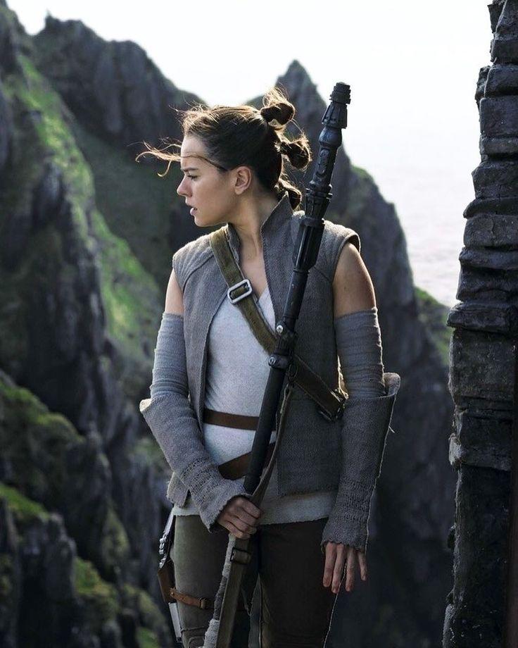 Rey is baffled by Luke Skywalker! Star Wars Episode VIII the Last Jedi, Sci-Fi, movie
