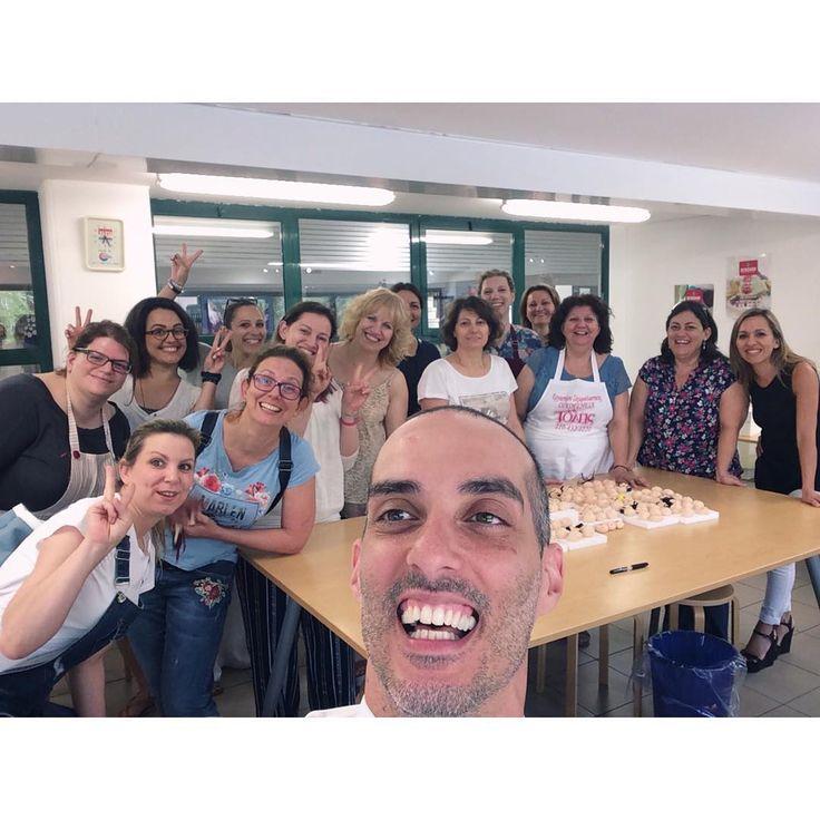 • Πολλές ευχαριστίες #Αθήνα! • 🇬🇷 🤳😬.  Thanks, #Athens! | Gracias, #Atenas!  📷: @sugarworld_aliprantis  .  .  .  .  #CarlosLischetti #sugarcraft #sugarart #sugarworld #animationinsugar #modeladoenazucar #fondant#fondantcake #cakeart #cakedesign #Chef#cakedesigner#ΔιακοσμητικάΖαχαροπλαστικής#Ζαχαροπλαστικής #Σεμινάρια #selfie #selfietime #σεμινάρια #ευχαριστίες #Greece