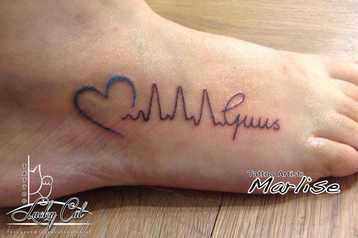 Een lieve tatoeage met een echte hartslag. http://www.luckycattattoo.nl