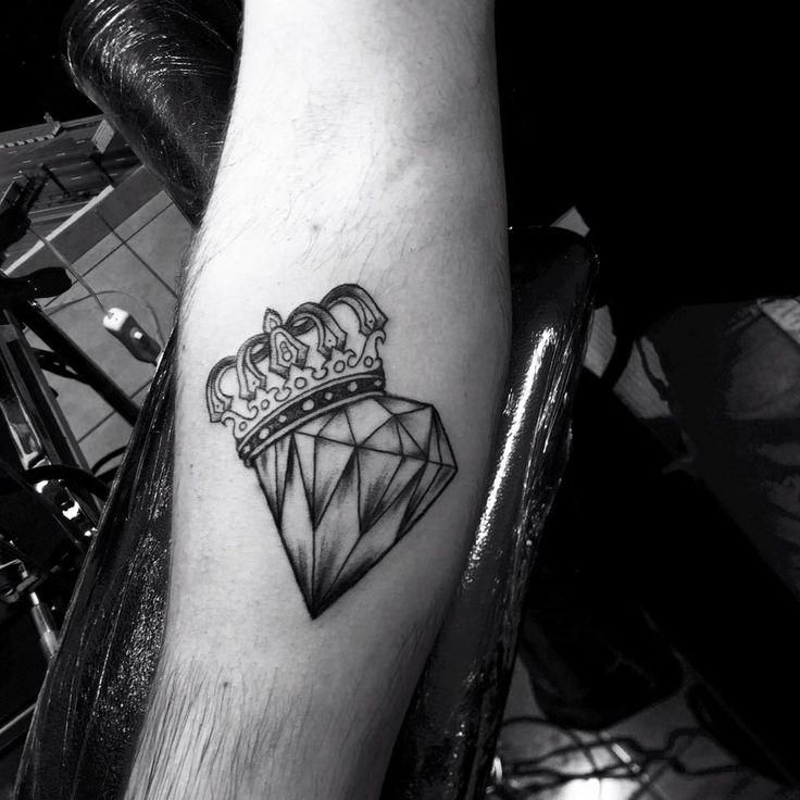 Best 25+ King crown tattoo ideas on Pinterest | Crown ...