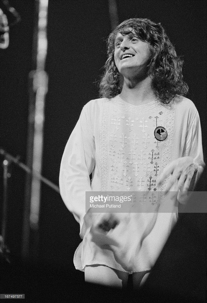 Singer Jon Anderson performing with English progressive rock group Yes at the Rainbow Theatre, London, 17th December 1972.