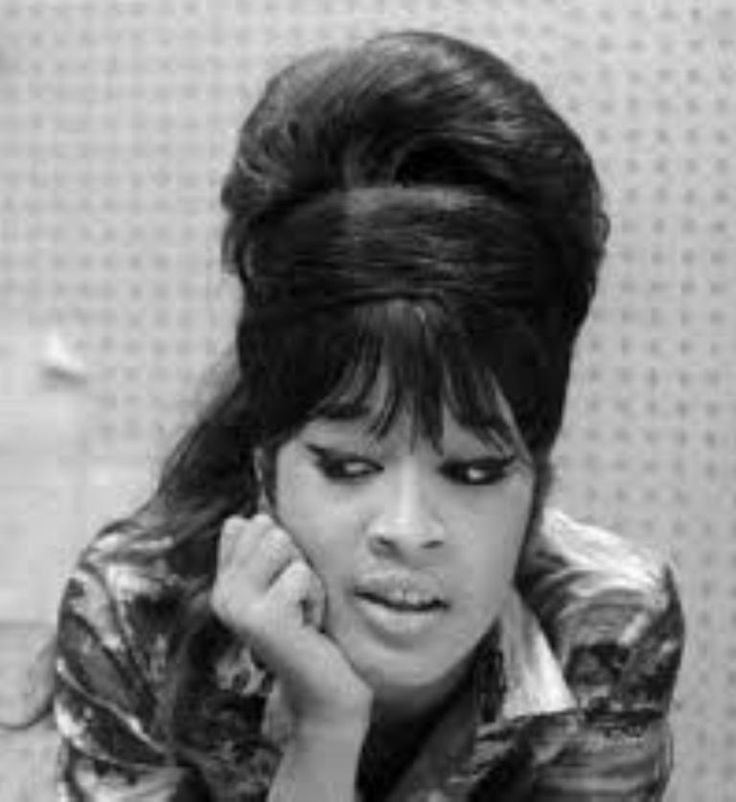 Estelle Bennett ~ Born July 22, 1941 in New York , US. Died February 11, 2009 (aged 67) in  Englewood, New Jersey, US.  Member of the girl group The Ronettes, along with her sister Ronnie Spector (the 'Ronnie' of the band's name) and cousin Nedra Talley.