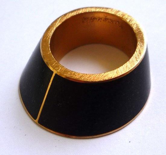 Renzo Pasquale - Tronco Cono / anello / oro, granito / es. 1/1 /2008