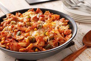 Fait de gros morceaux de salsa et d'un mélange de fromages à la mode mexicaine, ce plat de pâtes facile à préparer vous rappellera la cuisine du Mexique.