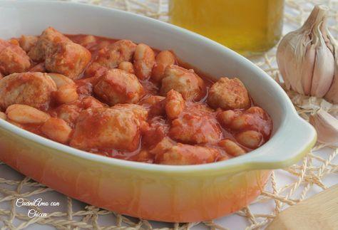 Fagioli in umido con salsiccia è la ricetta che vi propongo oggi! Come avrete già capito io adoro le ricette ricche e gustose come questa ;) i fagioli in um