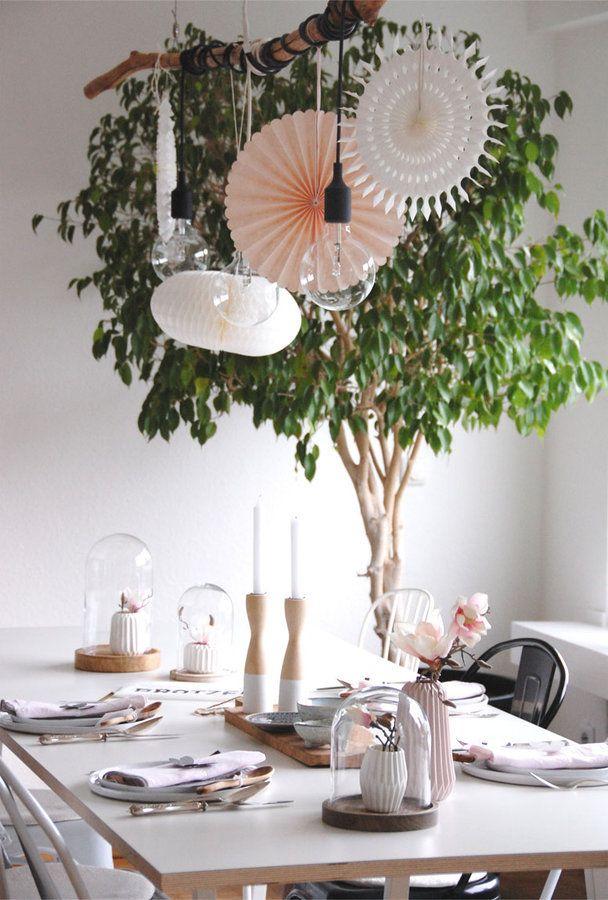Der April auf SoLebIch: Dazwischentage zu Hause | SoLebIch.de #deko #dekoideen #tischdeko #tisch #table #homedecor #home #interior #homeideas #interiorideas #decoration #origami #vase #blumen #flowers