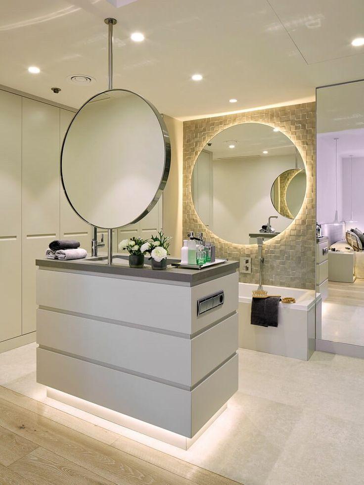 zwei runde Spiegel gegeneinander platziert