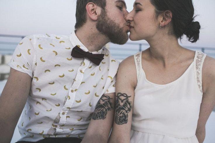 Amori, sogni e body art L'amore e i desideri da sempre sono i principali, arcaici, motori dei tatuaggi moderni. Sono dediche alla luce del sole o nascoste con cura, spesso indirizzate a una persona precisa fuori o dentro di sé, con cui s'intrattiene un dialogo interiore continuo e un contatto visivo costante
