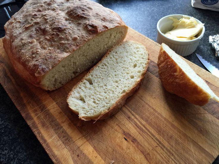 """Så jeg jeg for første gang prøvet at bage et brød med bageenzymer – og jeg er pæntimponeret. Jeg har været noget skeptisk omkring at putte sådanne """"tilsætningsstoffer"""" i mit brød…"""