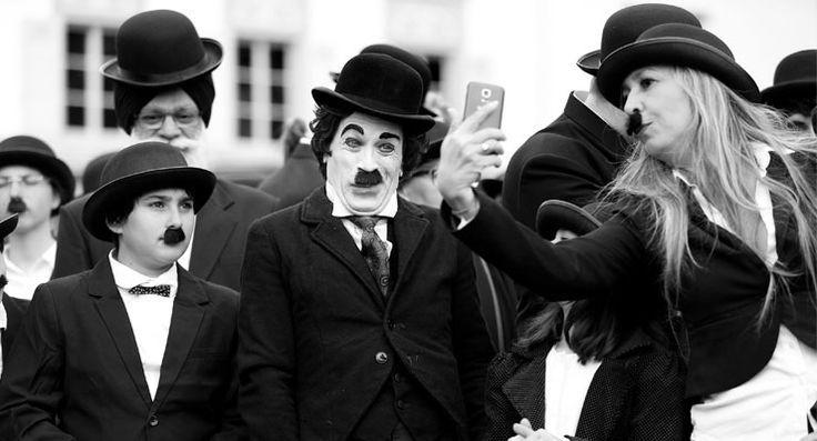 Reuters kareleriyle Chaplin'in 128'inci doğum günü kutlamaları
