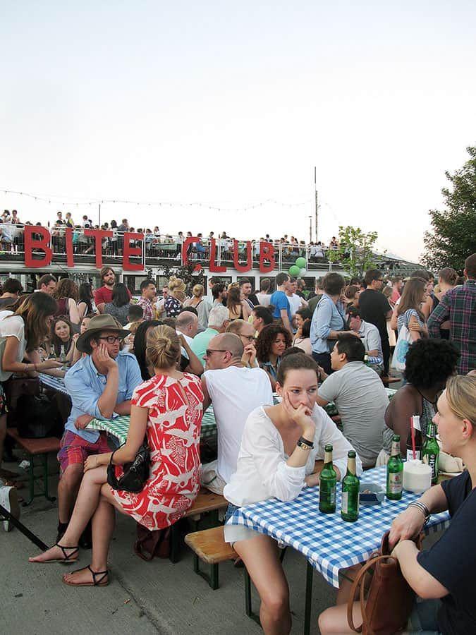 På sommaren finns det Street food på Bite Club i Berlin.