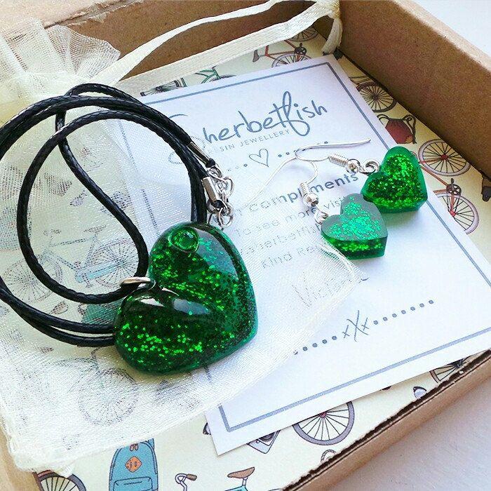 Sparkly green resin jewellery set 💚