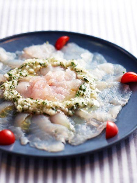 オリーブオイル風味のカルパッチョも、塩麹ソースで風味とボリュームがランクアップ。|『ELLE a table』はおしゃれで簡単なレシピが満載!