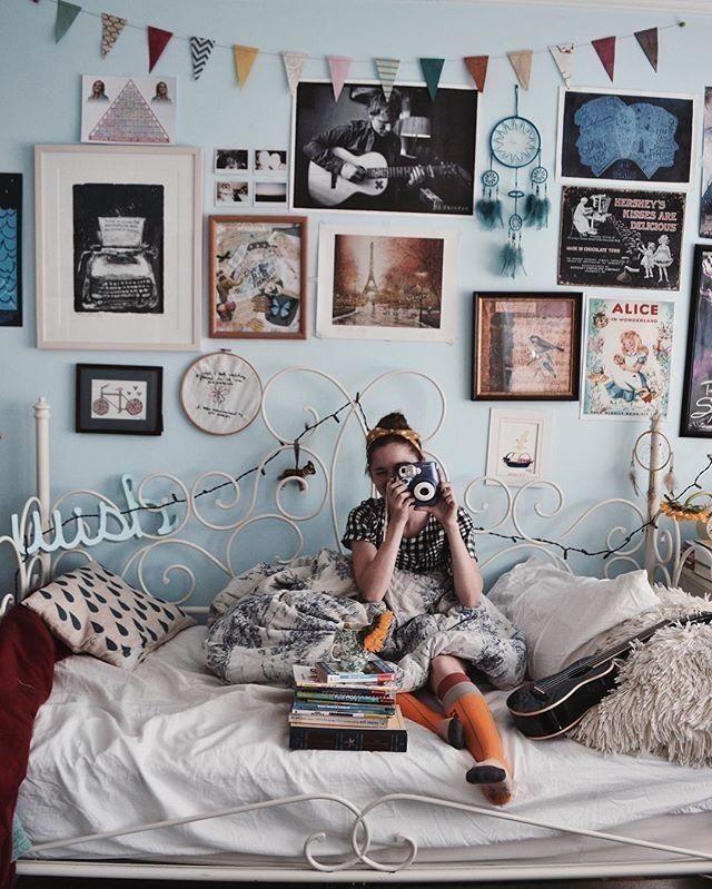 Boho girl, boho bedroom, Tiffany blue walls