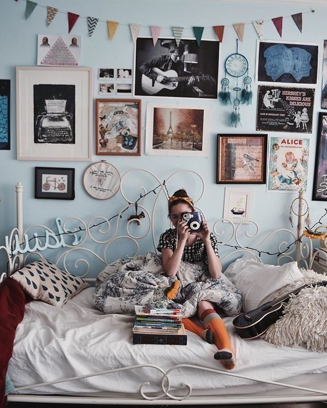 Boho girl, boho bedroom, Tiffany blue walls