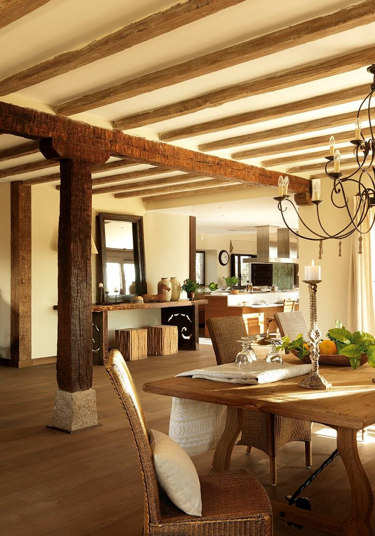 Dining room with original beams and columns -- An Ideal home for disconnecting, ElMueble.com