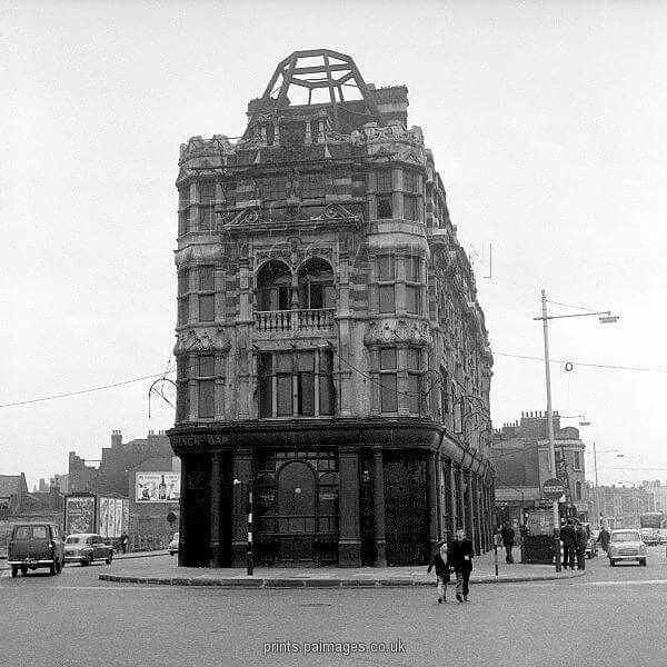 Elephant and Castle - 1959 The Elephant and Castle Public House, London.