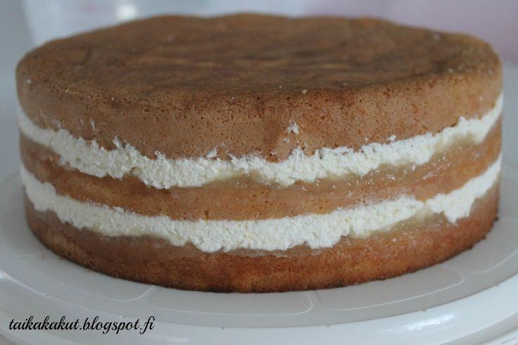 Vaniljarahkatäyte: ½ litraa omenahilloa tai jotain muuta hilloa sivellään pohjien päälle Vaniljarahka: 2 prk Valion vaniljarahkaa 4 dl kerma...