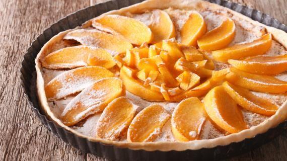 Хурму можно есть не только свежей, но и приготовить из нее отличные десерты. Хурмазамечательно сочетается сйогуртом, сметаной или взбитыми сливками, со сливочным мороженым.Из спелой хурмы можно сделать замечательные пудинги, желе, муссы и печенье.  У