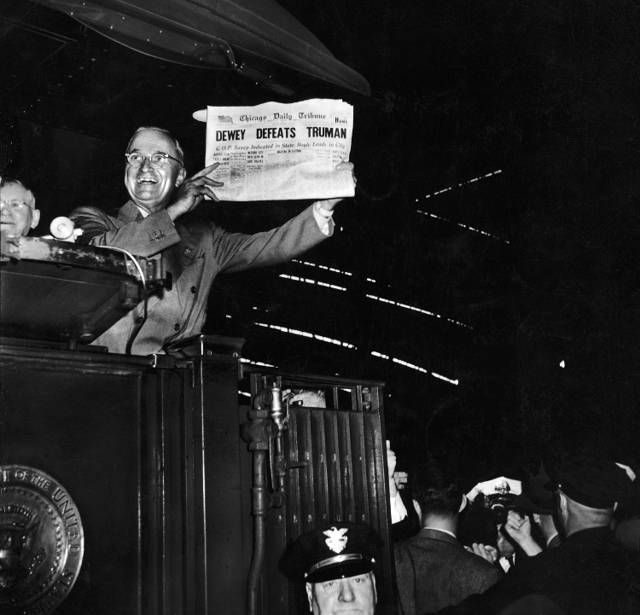 Whereas in real life, it was Truman holding the inaccurate version of Chicago Tribune after his victory in the 1948 Presidential Election.