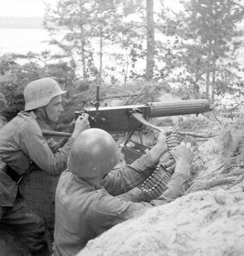 Finnish Maxim machine gun crew. Continuation War