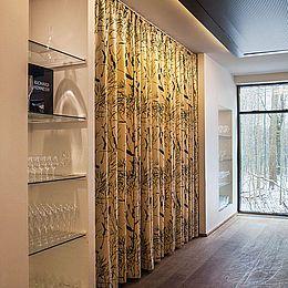 2 store akustikforhæng,  design Traces of Yellow i specialfarve. Se flere Kurage-projekter: http://kurage.dk/projekter/