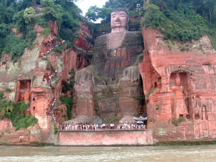 La estatua de piedra de Buda más alta del mundo.