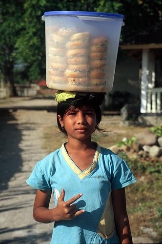 Hu'u (Indonesia) - Girl selling donuts