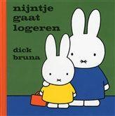 Nijntje gaat logeren, Dick Bruna  OPGELET vele boekjes uit de Nijntje-reeks zijn al talrijke malen herdrukt, de recentste zijn voorzien van een FSC-logo!