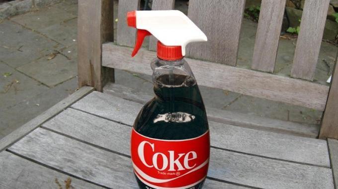 Le Coca-Cola Enleve Vraiment les Taches de Graisse sur les Vêtements !