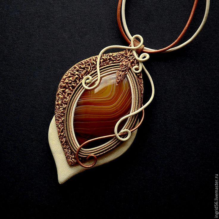 Купить Кулон подвеска из натуральной кожи Золотая рыбка с агатом Русалка - 2 - кулон из кожи